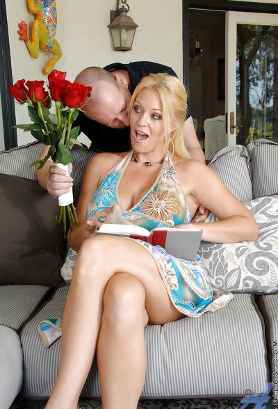 Фото №1 Жаркий сисястой секс милфы с любовником