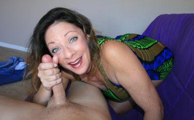 Фото №14 Зрелая женщина дрочит член на время
