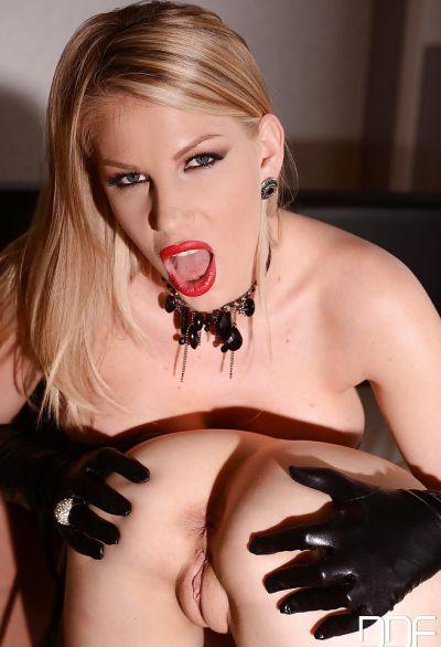 Фото №11 Две блондинки лесбиянки удовлетворяют свои сексуальные желания