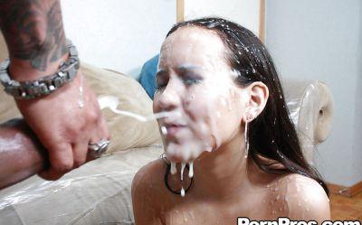 Фото №14 Отодрал молодую азиатку конским хуем и залил спермой все её лицо