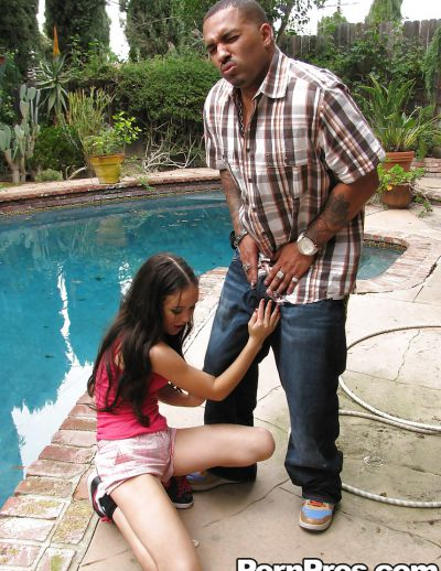 Фото №4 Отодрал молодую азиатку конским хуем и залил спермой все её лицо
