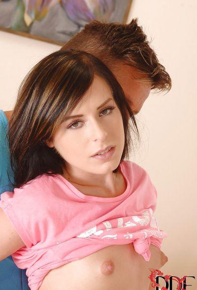 Фото №1 Красивая молодая брюнетка Daniela Rose трахается со своим парнем