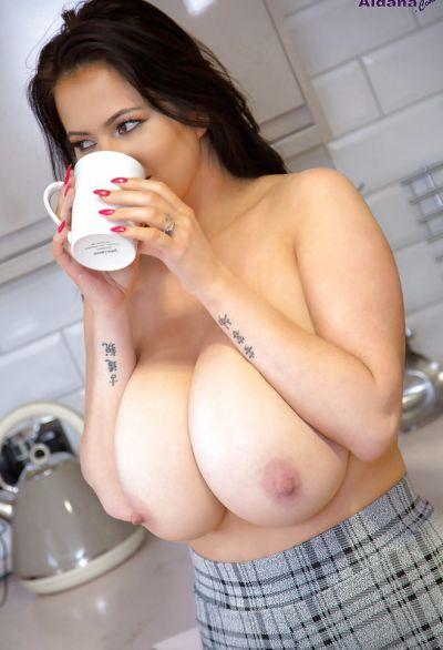 Фото №9 Жена с огромными висячими дойками