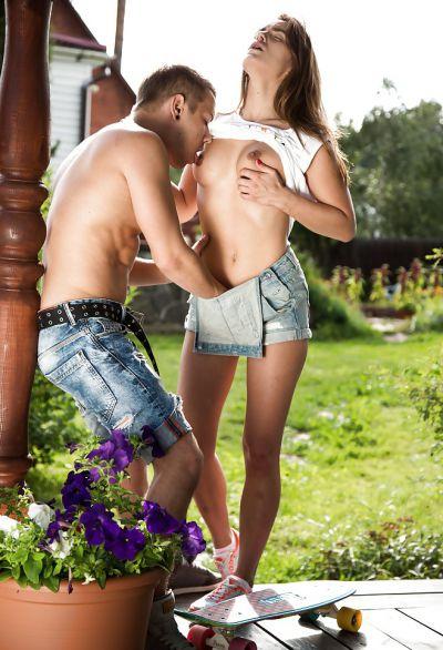 Фото №1 Секс молодой парочки в селе