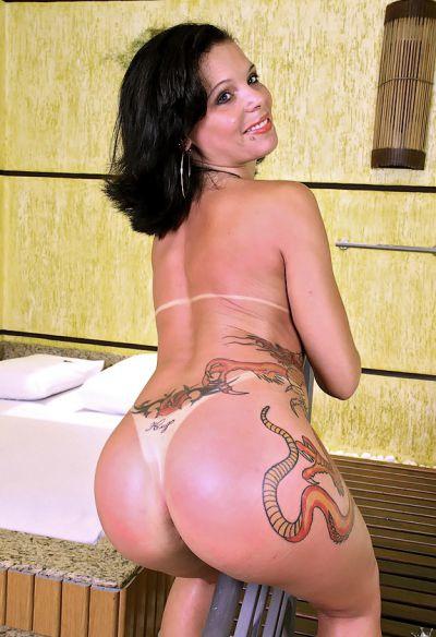 Фото №16 Татуированная жопастая латина в сауне
