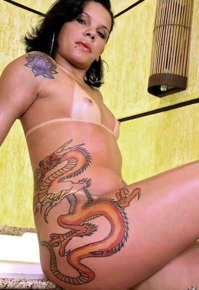Фото №7 Татуированная жопастая латина в сауне