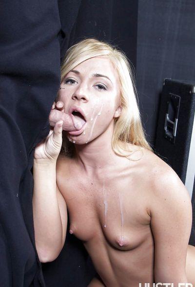 Фото №11 Блонда подставилась под струю спермы
