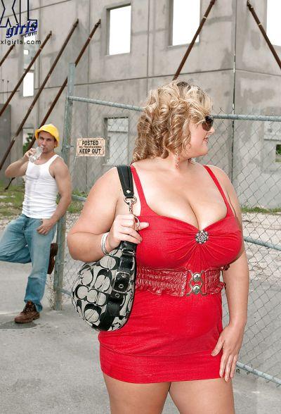 Фото №3 Толстая кудрявая блондинка дала облизать большие дойки