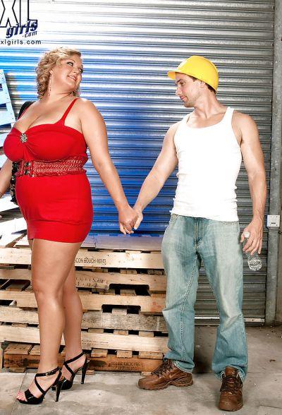Фото №4 Толстая кудрявая блондинка дала облизать большие дойки