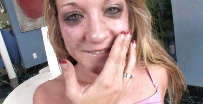 Фото №15 Порнозвезда Amy Brooks любит глубоко заглатывать пенисы