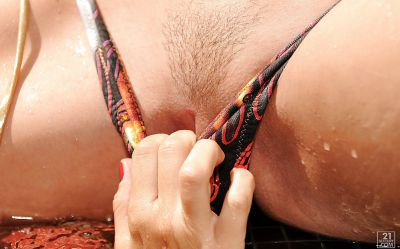 Фото №4 Жесткий лесбийский секс с дилдо