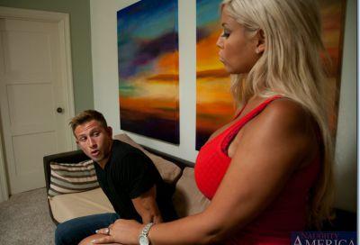 Фото №1 Горячая блондинка получила порцию спермы на большие сиськи