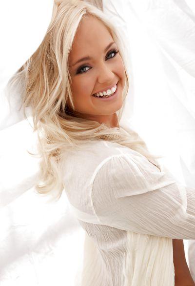 Фото №10 Эротика блондинки с ослепительной улыбкой