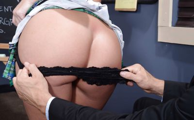 Фото №2 Лысый учитель развлекся с сексуальной студенткой в очках