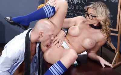Фото №7 Лысый учитель развлекся с сексуальной студенткой в очках