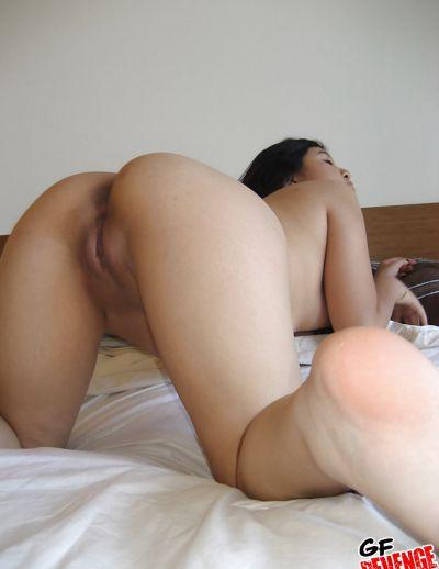 Фото №15 Скромная азиатка показала сочную попку и бритую киску