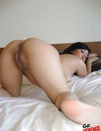 Фото №16 Скромная азиатка показала сочную попку и бритую киску