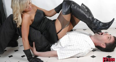 Фото №14 Ненасытная блондинка извращается над новым ухажером