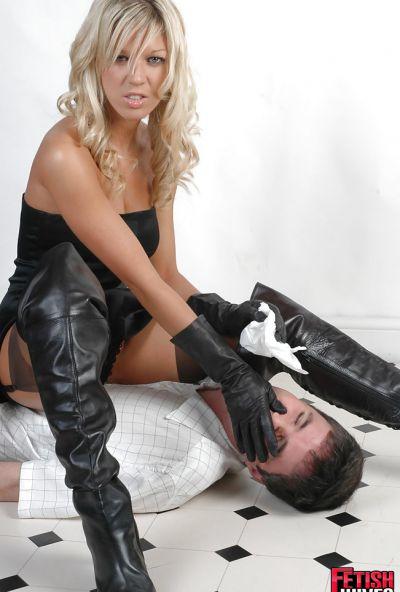 Фото №5 Ненасытная блондинка извращается над новым ухажером