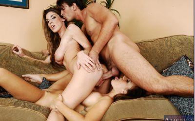 Фото №6 К голым лесбиянкам присоединился самец
