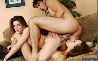 Фото №7 К голым лесбиянкам присоединился самец