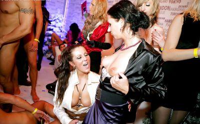 Фото №13 Большая оргия в ночном клубе