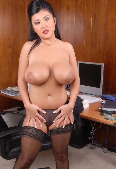 Фото №10 Пухлая азиатская секретарша в чулках