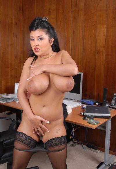 Фото №11 Пухлая азиатская секретарша в чулках