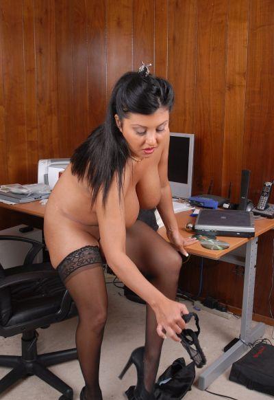 Фото №14 Пухлая азиатская секретарша в чулках