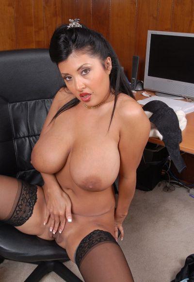 Фото №16 Пухлая азиатская секретарша в чулках