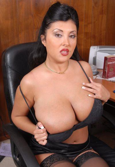 Фото №5 Пухлая азиатская секретарша в чулках