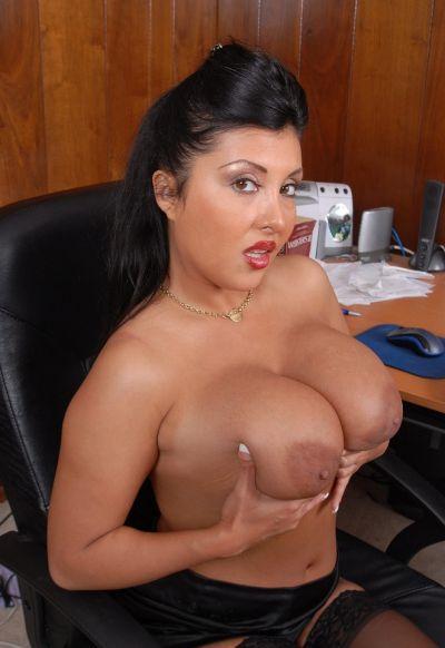 Фото №6 Пухлая азиатская секретарша в чулках
