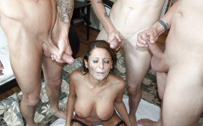 Фото №14 Мощно залили телок спермой после жаркой групповухи
