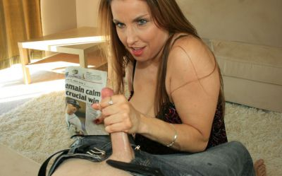 Фото №3 Зрелая домохозяйка подрочила длинный член и свою киску