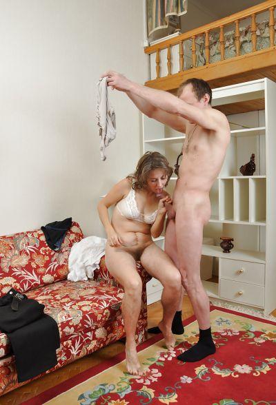 Фото №11 Домохозяйка Ольга с волосатой мандой берет в рот